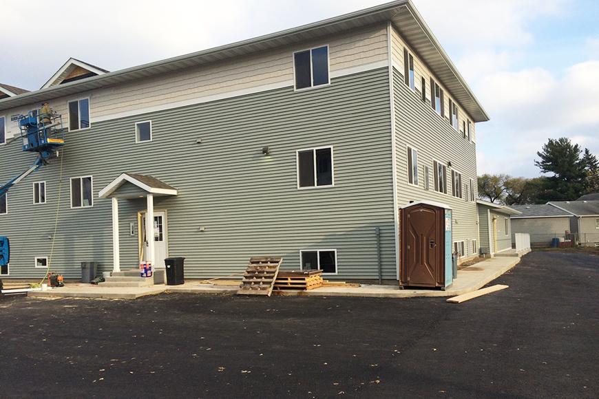 Winona apartment 1719 west 5th st winona mn bakerapts for 1 bedroom apartments winona mn